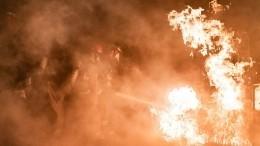 Пожар охватил четыре этажа жилой высотки вСамаре— видео