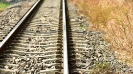 КАМАЗ вылетел нажелезную дорогу иперевернул поезд под Благовещенском