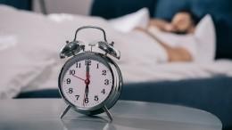 Выброси свой будильник! Чем опасен для здоровья подъем посигналу